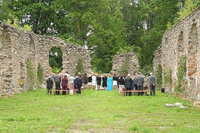 Dzukstes-baznica-dievkalpojumi